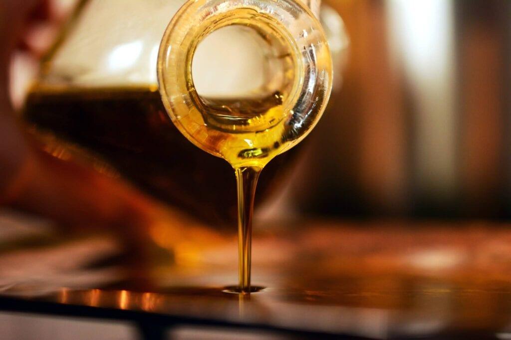 olio di oliva bio umbria su vetro
